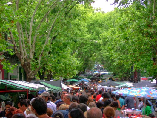 Compras na Feira de Tristán Narvaja em Montevidéu | Uruguai