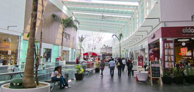 Interior do Plaza Las Americas em Cancún