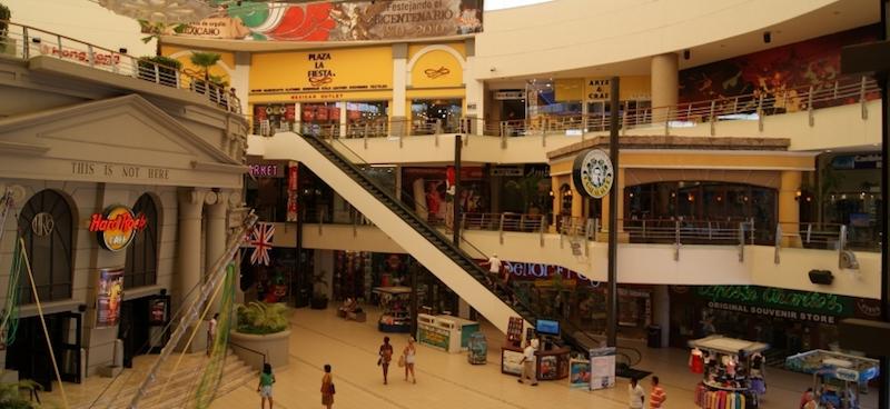 Lojas no Forum By The Sea em Cancún