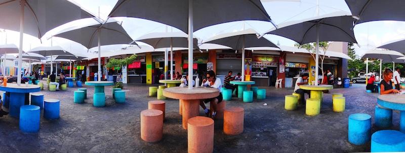 Praça de alimentação no Parque las Palapas em Cancún