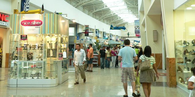 Praça de alimentação no Plaza Las Americas em Cancún