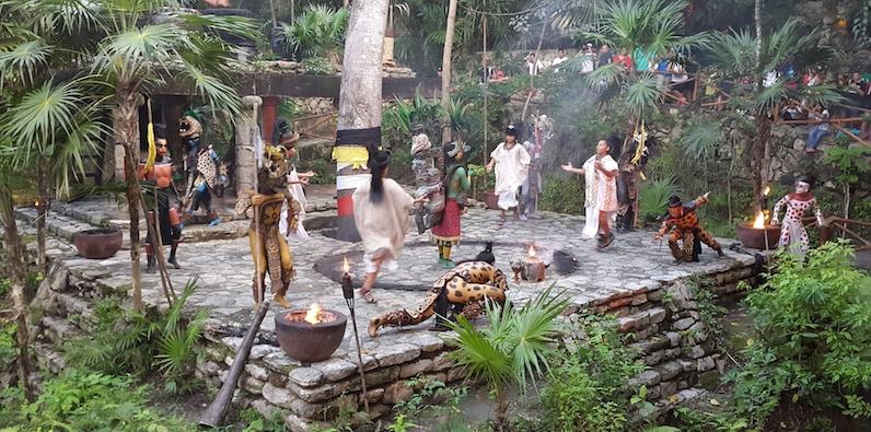 Vilarejo Maia no Parque Xcaret em Cancún