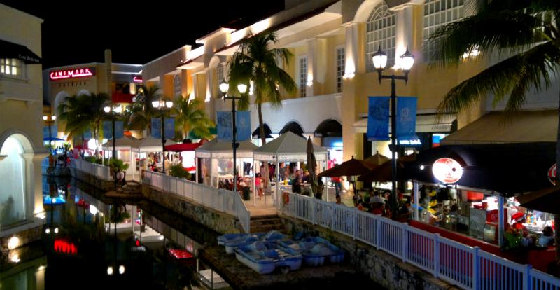 Lojas no Shopping Plaza La Isla em Cancún