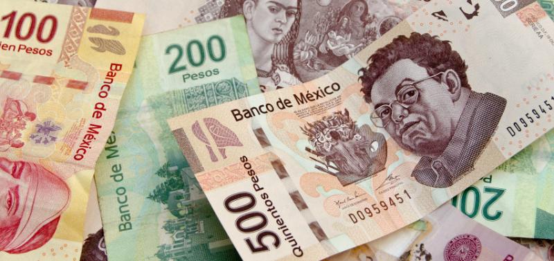 Dinheiro vivo e pesos mexicanos em espécie