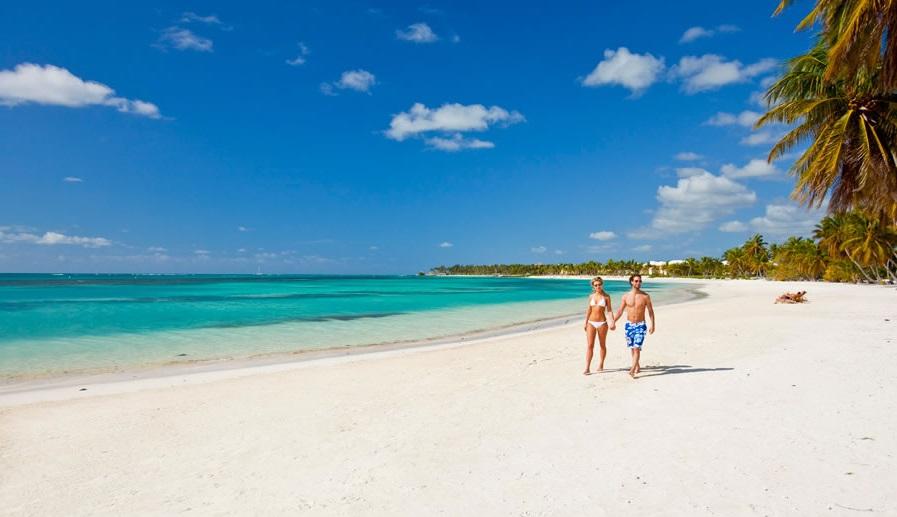 Casal em praia de Cancún